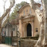 Dans la petite rue des teinturiers à Avignon vous trouverez la chapelle des pénitents gris où tous les dimanche est célébré la messe de Pie V
